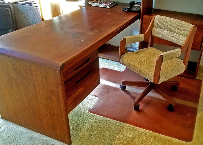 Desk-and-Chair